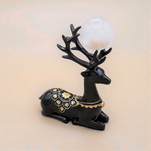 Ensemble sphère en pierre de Cristal de Roche et support en résine effigie Cerf - noir et doré