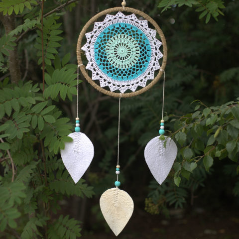 Attrape-rêves en macramé Mandala feuilles tombantes - Handmade