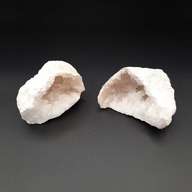 Géode en pierre de Cristal de roche - 550 à 850g